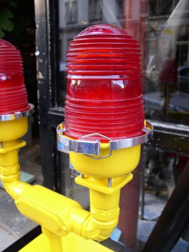 Lampe de piste rouge double pic 5.JPG